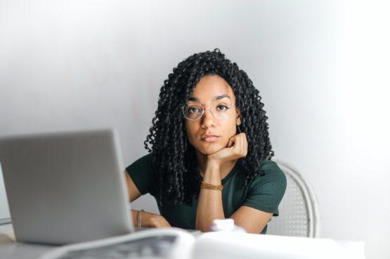 Empreendedora com presença digital